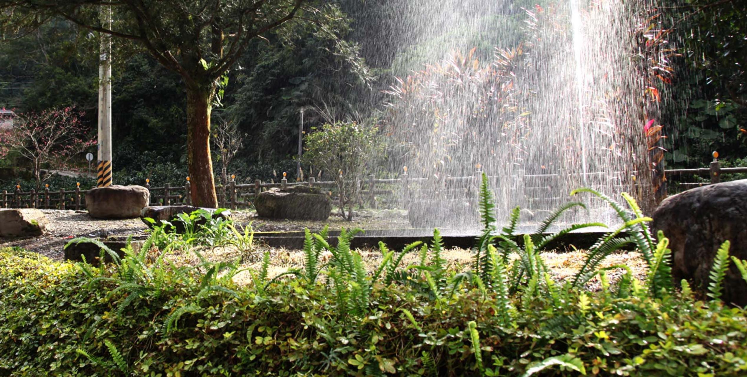 天然山泉湧池